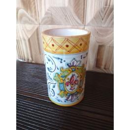 Tazza in ceramica con giglio