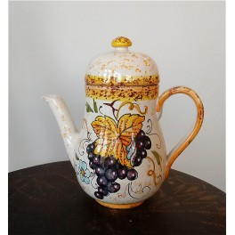 Teiera in ceramica decorata a mano
