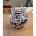 Handdekorierter Weinkrug aus Keramik